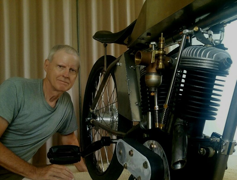 Old guy & 1915 e-V-twin .jpg