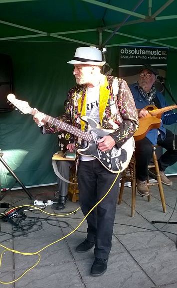 Red Lion open mic 8-10-2018 Percy in background reduced.png