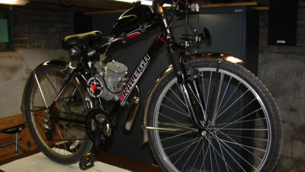 """Black Jack"" My sons bike. Raleigh, BB FH66 motor N/T carb, SBP-EXP Chamber (not installed when pic tkn) Thanks Pablo. Bike runs nice and strong. He b"